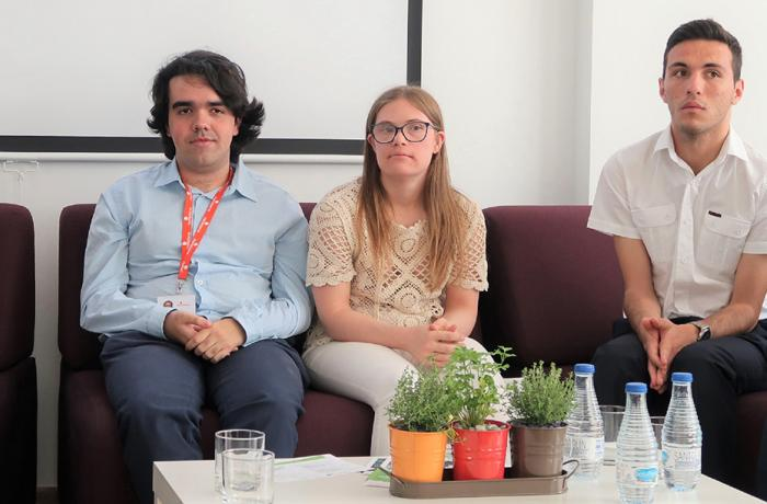 Fotografía de varios participantes no Foro EmpleaTIC.