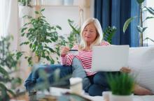 Muller comprando por Internet.