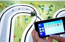 Smartphone controlando un robot.