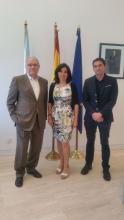A directora da Amtega, Mar Pereira, xunto co presidente de ATA Galicia, Rafael Granados Guillén, e Álvaro Viqueira Verea Técnico ATA, durante a xuntanza que mantiveron esta semana para formaliza a adhesión ao Plan