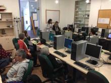 Alumnos na aula CeMIT da Guarda.