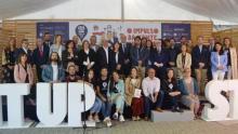 Participantes en la inauguración celebrada hoy en la carpa de la plaza de España en Pontevedra.