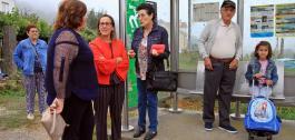 A conselleira de Infraestruturas e Vivenda supervisou en Lousame o funcionamento do transporte compartido nunha das rutas nas que os acompañantes do autobús están a empregar en probas a nova aplicación.