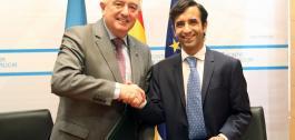 O conselleiro de Política Social, José Manuel Rey Varela, e ol reitor da Universidade de Santiago de Compostela, Juan Manuel Viaño Rey, firmaron un convenio de cooperación.
