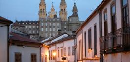 Fachada traseira do Pazo de Raxoi en Santiago de Compostela desde a Rúa do Pombal.