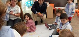 José Manuel Rey Varela acudiu á demostración da aplicación na escola infantil de Ames-Bertamiráns.