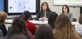 Susana López Abella e Patricia Argerey dando unha charla no Día Internacional das Rapazas nas TIC.